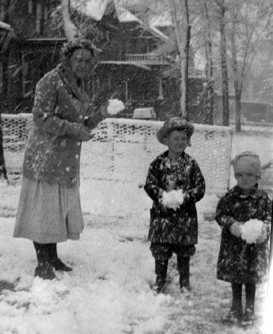 grandma dad jean snowball fight